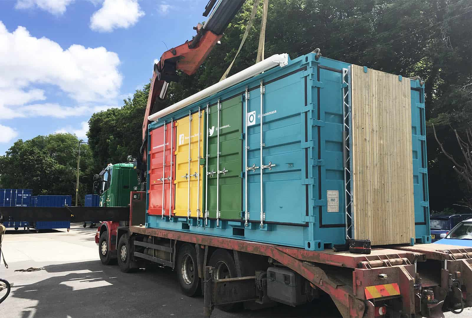 manomasa container cafe being delivered